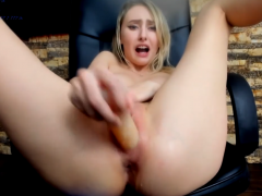 Hot blonde cam pussy squirting