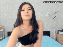 Japanese cam twerking her cute ass