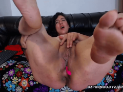 Beautiful fat girl clapping her wet pussy